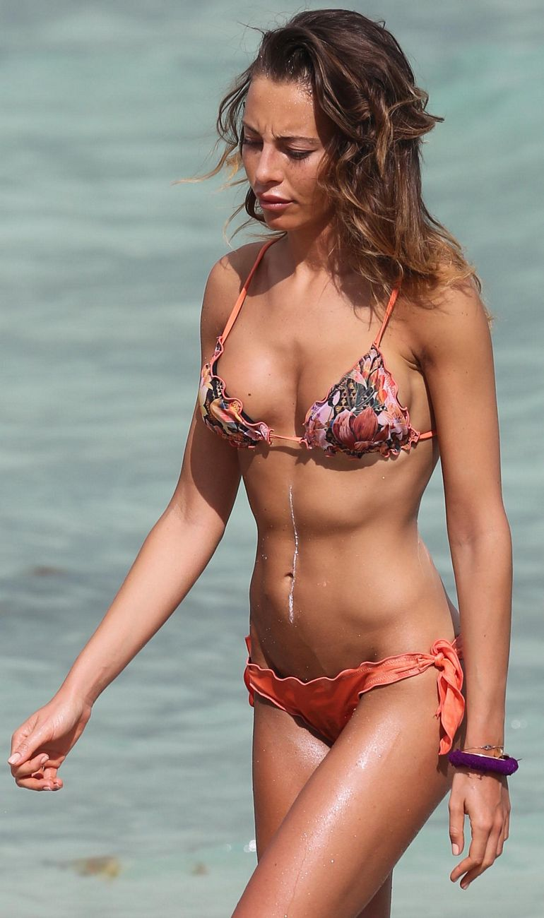 Pop Minute - Alessia Tedeschi Bikini Floral Miami Photos - Photo 5