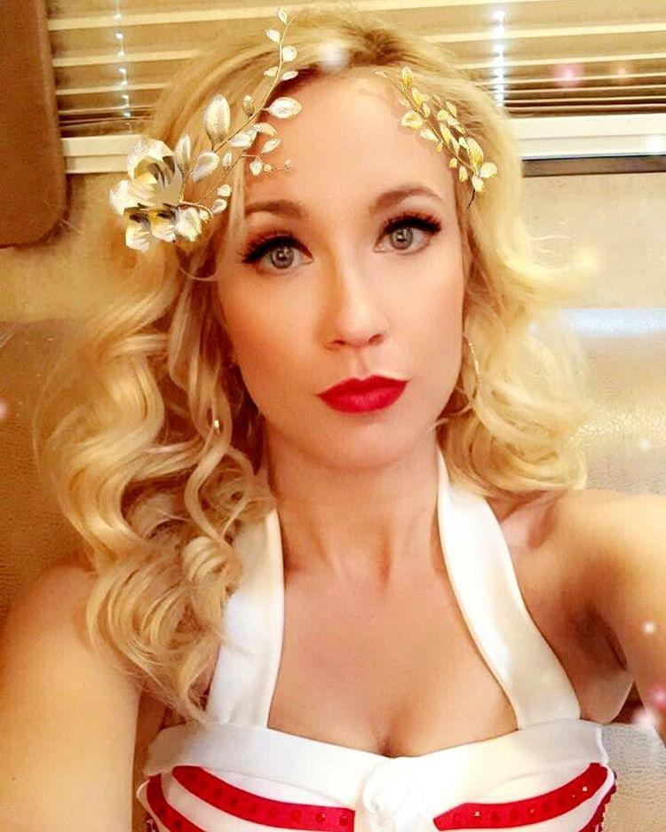 Anna Camp Bikini Pitch Perfect Mexico Cleavage