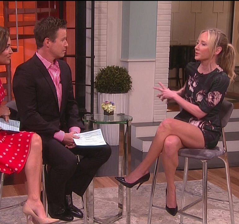 Pop Minute - Anne Heche Legs Access Hollywood Photos - Photo 2 Kim Kardashian Surrogate