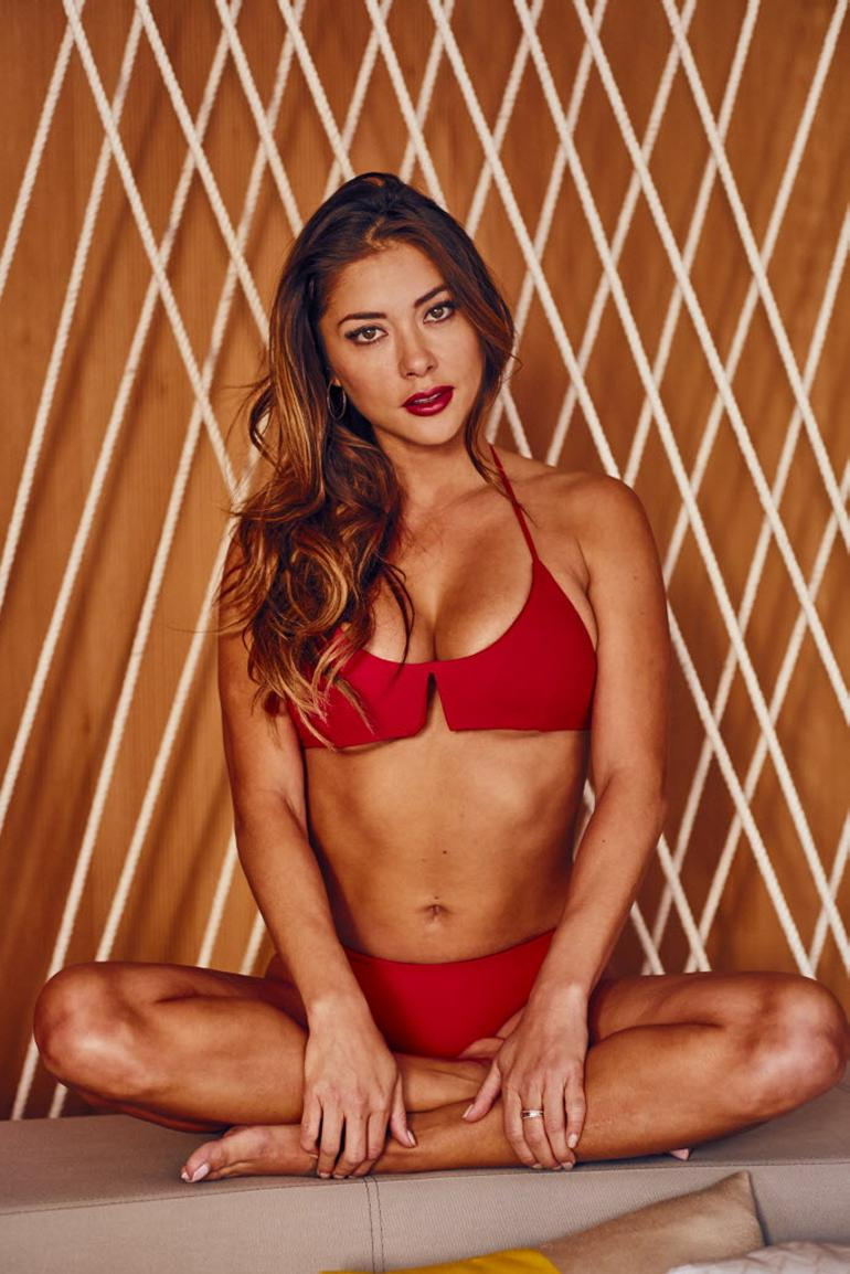 Arianny Celeste Swimsuit Post Cleavage