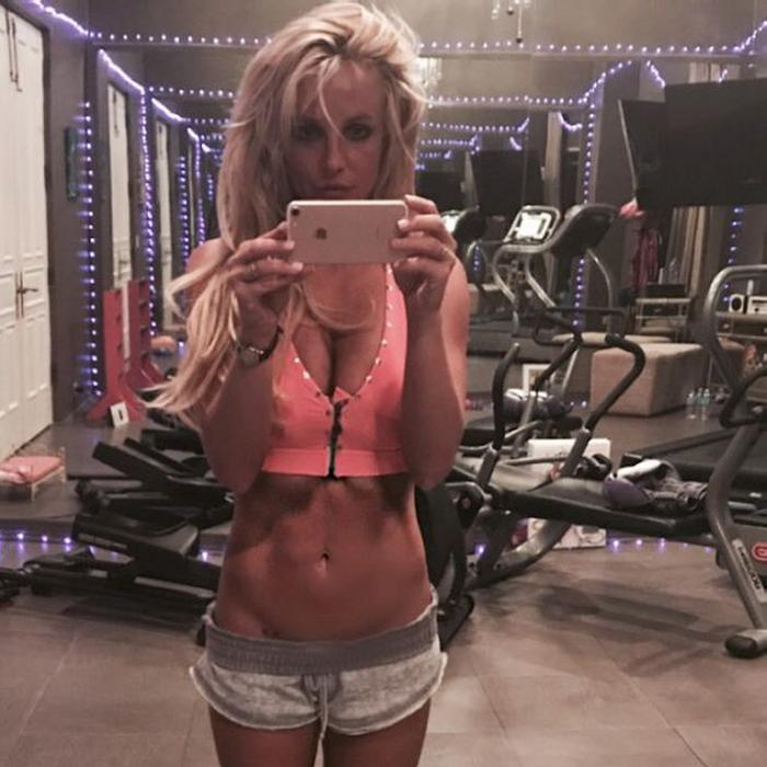Britney Spears Bikini Shoulder Stand Cleavage, Body