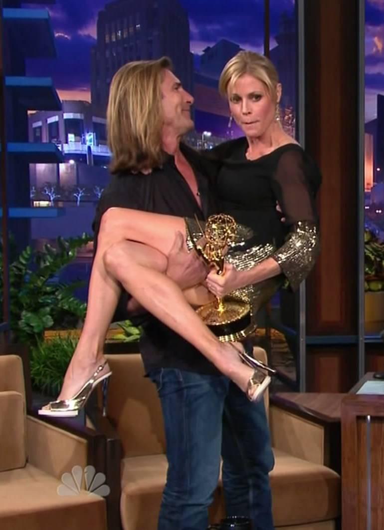 Pop Minute - Julie Bowen Legs Leno Photos - Photo 9