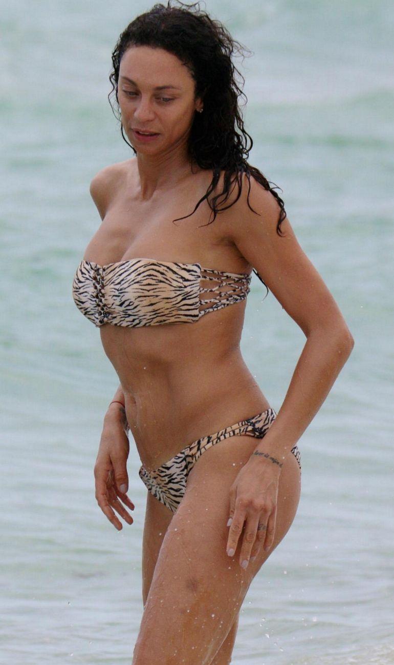 pop minute   lilly becker bikini tiger miami photos   photo 6