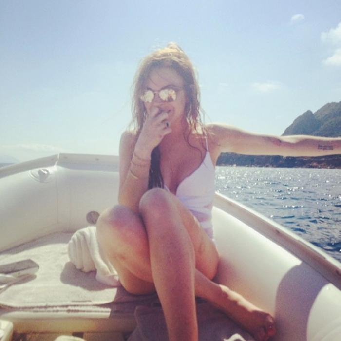 Pop Minute - Lindsay Lohan Bikini Selfie Boat Photos - Photo 4
