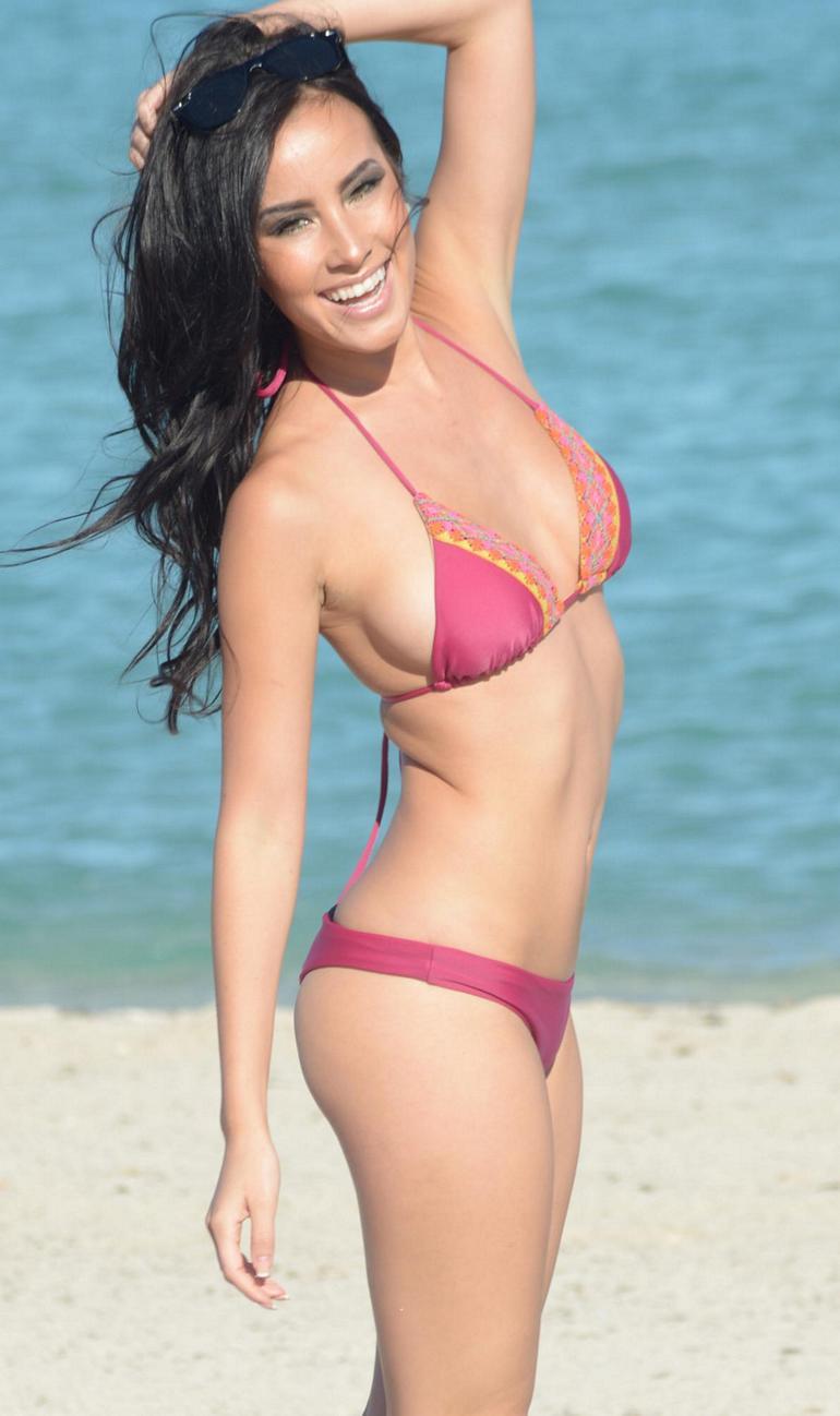 Pop Minute - Lisa Opie Bikini Towel Miami Photos - Photo 4