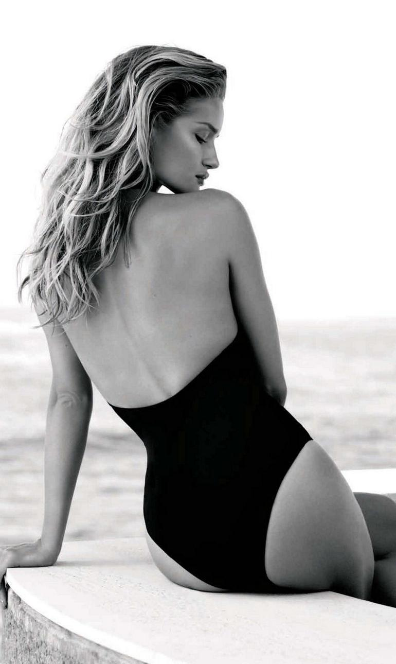 Rosie Huntington Whiteley Swimsuit Harpers Aus Cleavage