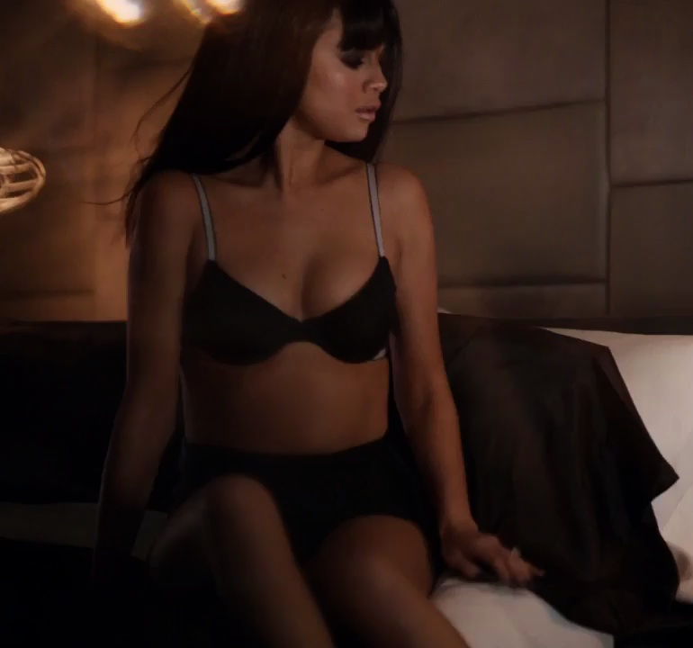 Pop Minute - Selena Gomez Lingerie Beats Pill Photos - Photo 21