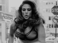 Ashley Graham Bra Run Love 4