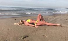 Britney Spears Bikini Beach Rest 3