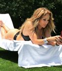 Jennifer Lopez Bikini Phone Reader 3