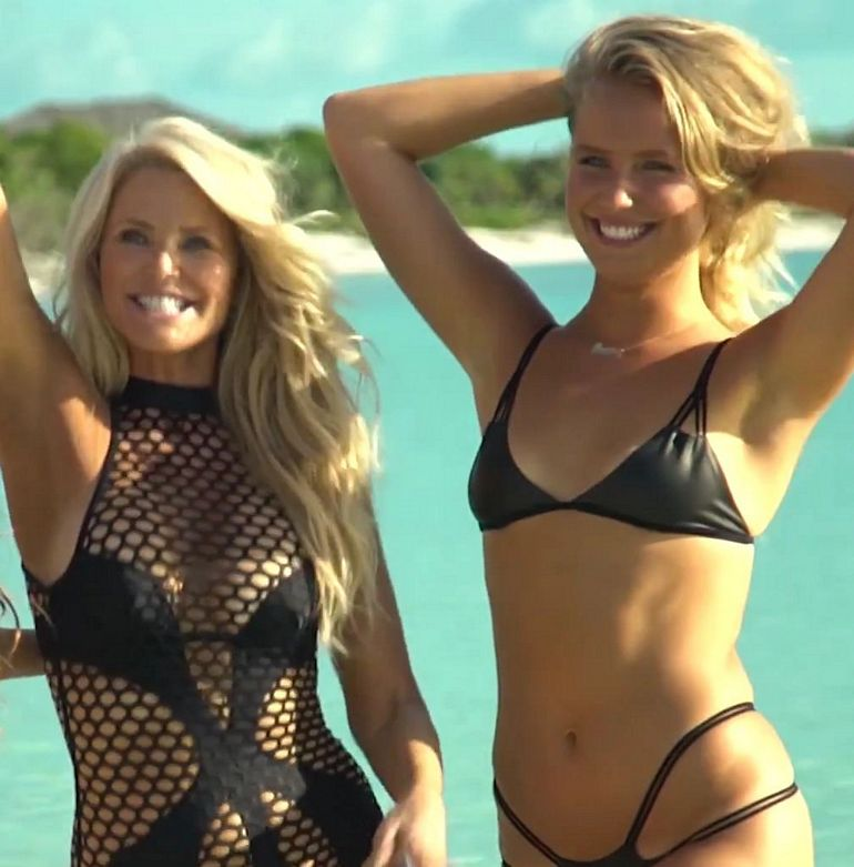 Christie brinkley bikini photos