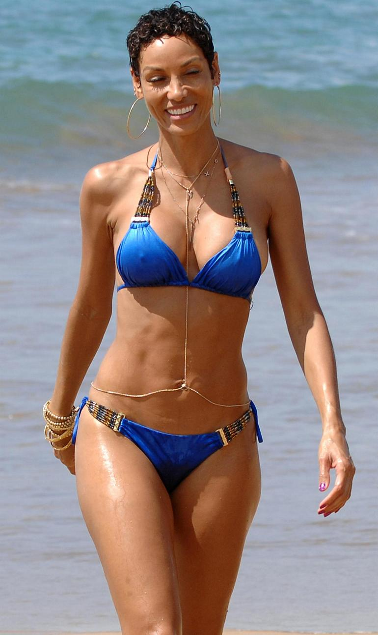 Pop Minute - Nicole Murphy Bikini Paddleboard Hawaii Photos - Photo 4
