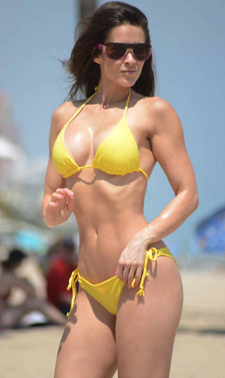 Pop Minute - Anais Zanotti Bikini Yellow Shades Photos - Photo 5 Scarlett Johansson