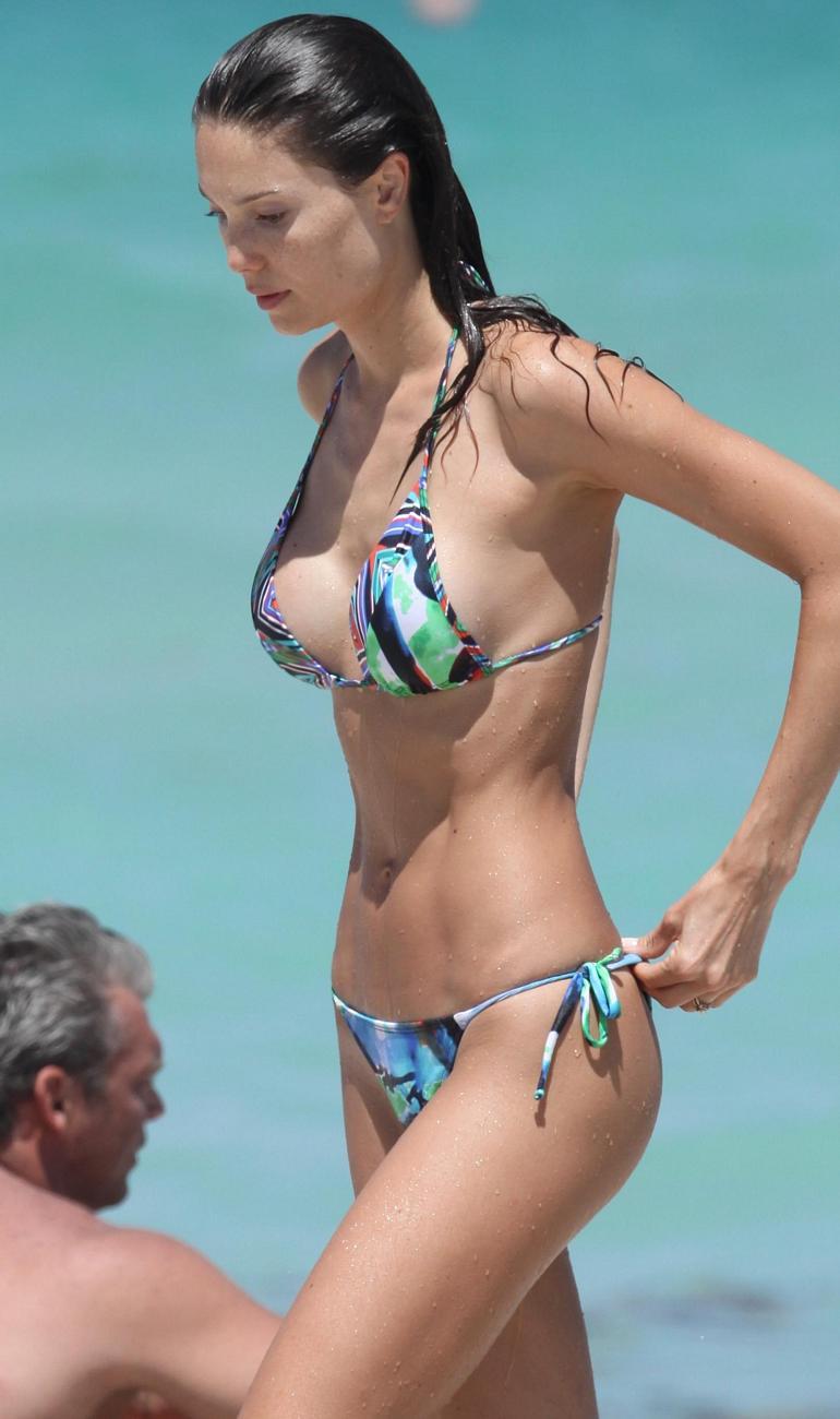 pop minute - julia pereira bikini dip miami photos