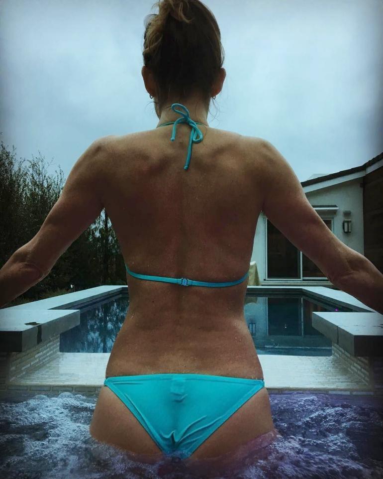 Pop Minute - Tricia Helfer Bikini Gold Swan Photos - Photo 2